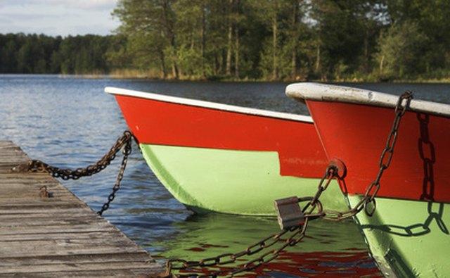Lakeside resorts offer boating, kayaking, swimming and canoeing.