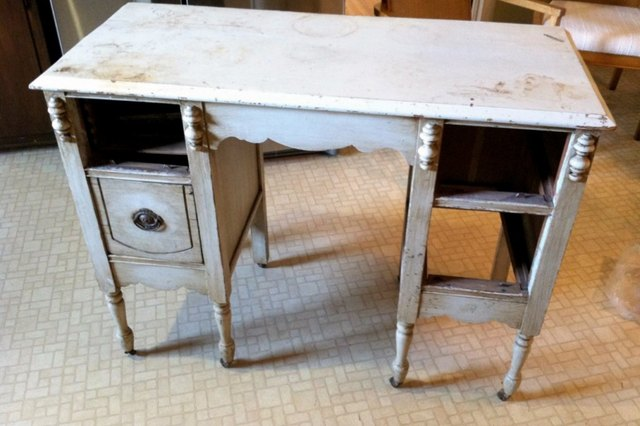 Furniture Flipping: Desk Rehab