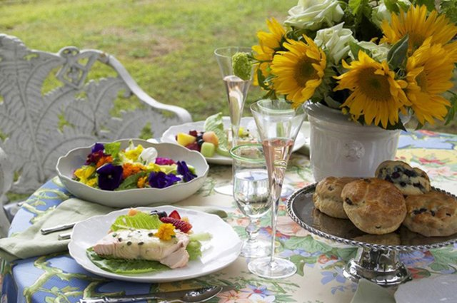 Homemade Mother's Day: A Floral Lunch for Mom