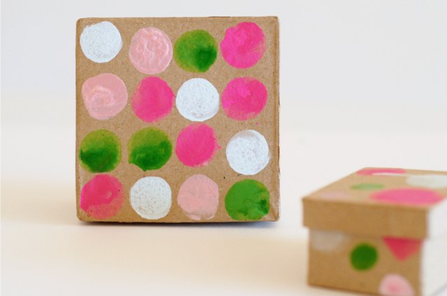 Hostess Hack: How to Make the Prettiest Packaging for Party Favors