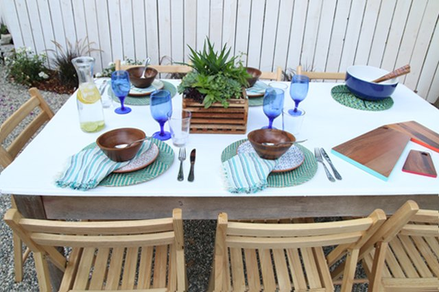 5 Tips for Creating a Colorful Outdoor Table Setting for a Backyard Barbecue