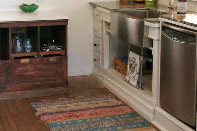4 Tips for Choosing the Right Rug for Your Kitchen