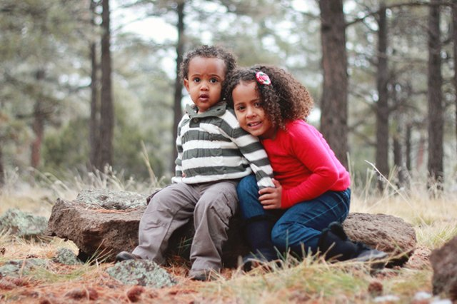 5 Tips to Photographing Siblings