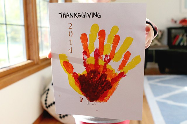 Thanksgiving Craft: Family Hands Turkey
