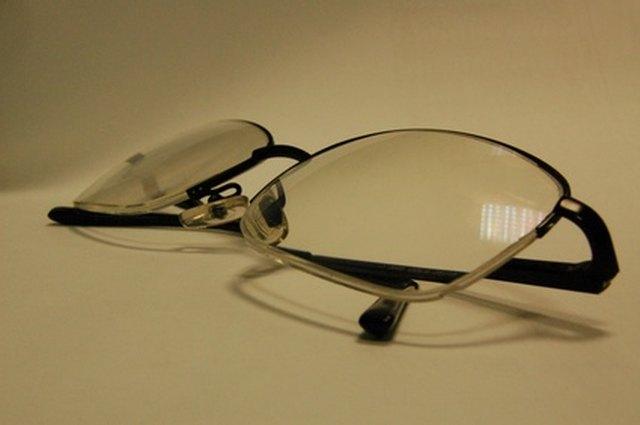 045c3cba9080 How to Use Sanitizer on Eyeglasses