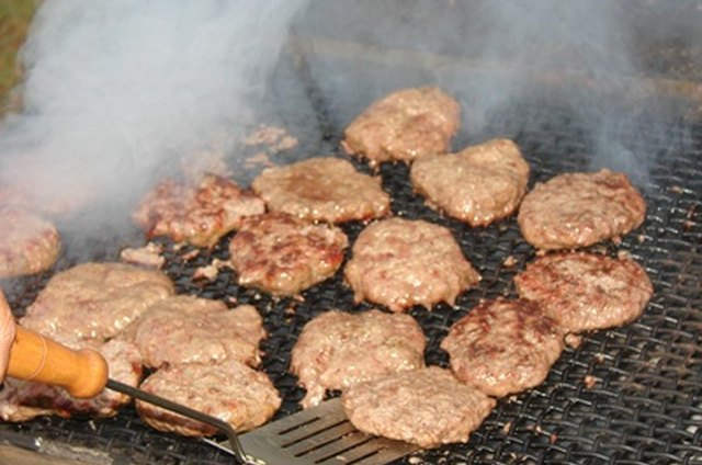How to cook hamburger patties on gas grill