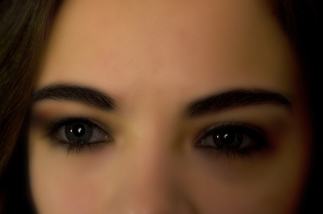 Make asian eyes