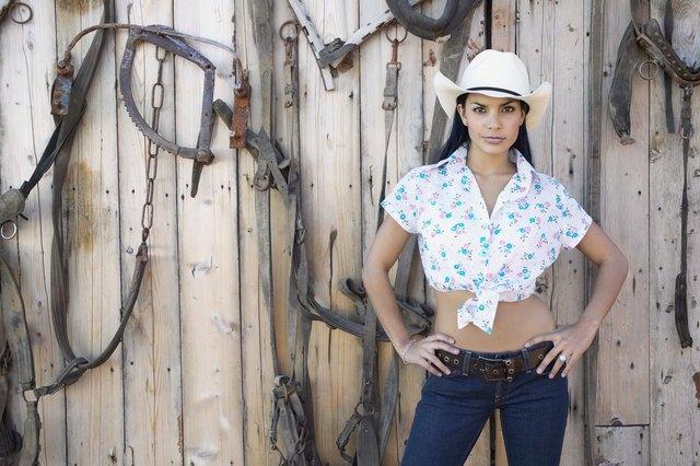 b4aee6da2fb How to Dress Up Like a Cowgirl   LEAFtv