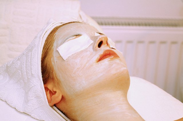 Side Effects of a Facial | LEAFtv
