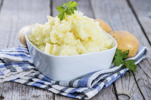 How to Mash Potatoes With a Fork | LEAFtv