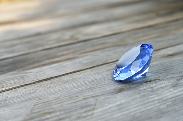 Difference Between Natural & Lab-Created Sapphires | LEAFtv
