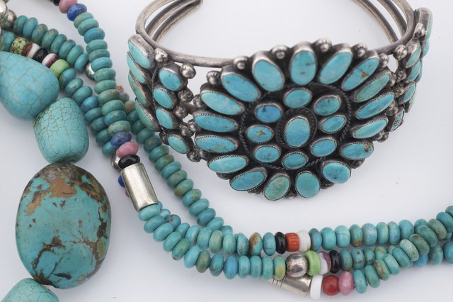 How to Tell Genuine Turquoise Stones From Fakes | LEAFtv