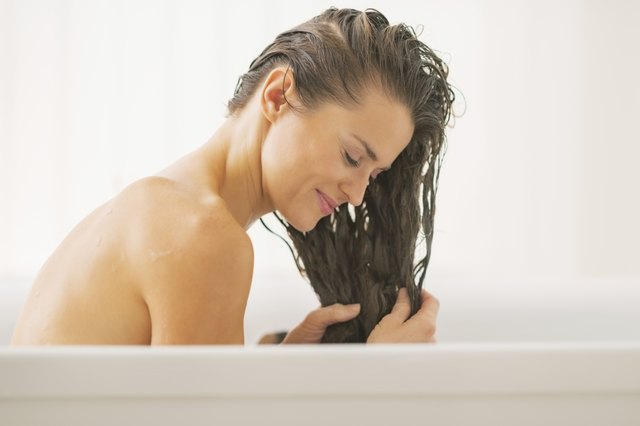 How Do I Get the Odor of Vinegar Out of My Hair?   LEAFtv