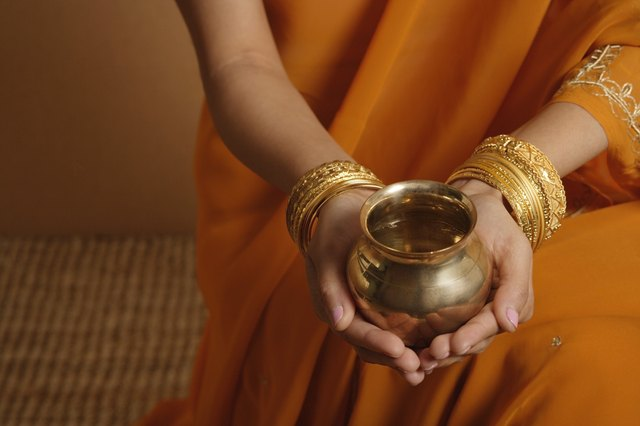 Why Do Indian Women Wear Bangles? | LEAFtv