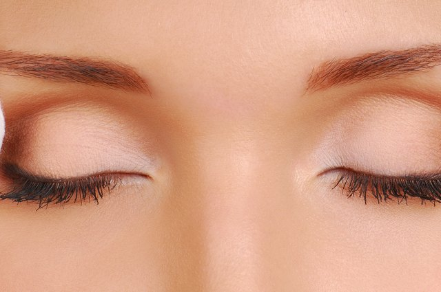 Ways to remove fake eyelashes