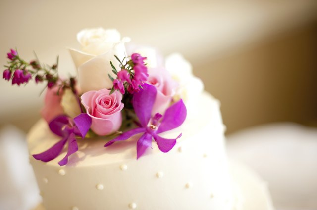 How To Arrange Fresh Flowers On A Wedding Cake Leaftv
