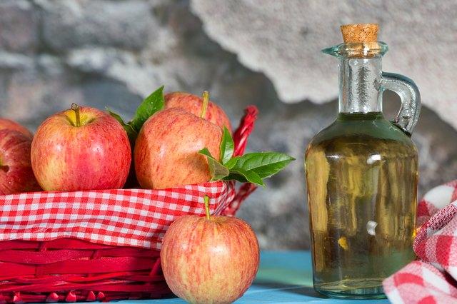 How to Drink Distilled Vinegar | LEAFtv