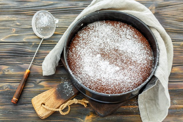 How To Dust Cakes With Powdered Sugar Leaftv