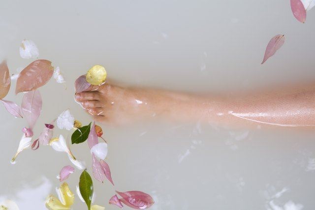 What Are the Benefits of Milk Baths? | LEAFtv