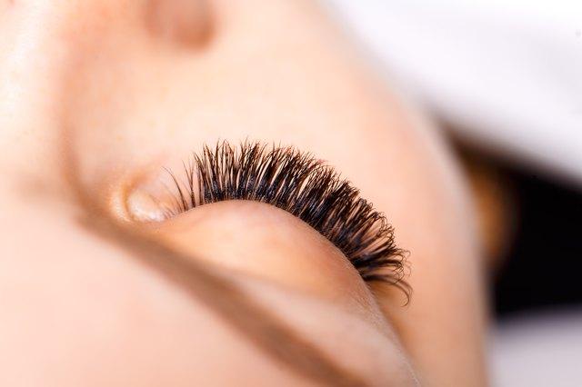 eb9e178ec82 Disadvantages of Eyelash Perming | LEAFtv