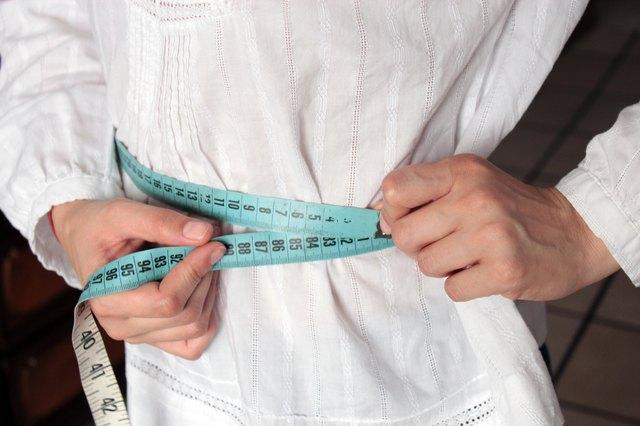 d6c36b646 Adrián González de la Peña/Demand Media. Measure around your waist: Stand up  ...