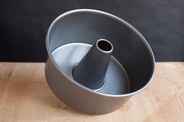 What S The Difference Between A Bundt Pan And A Tube Pan