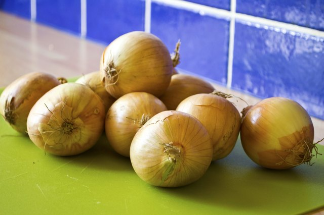 How to Tell If an Onion Is Bad | LEAFtv