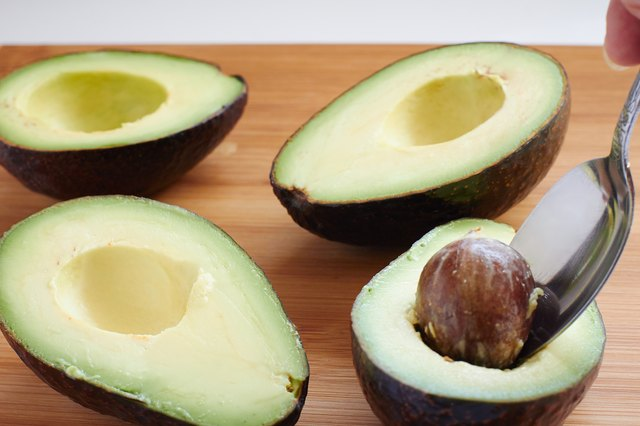 How to Thaw Frozen Avocados | LEAFtv