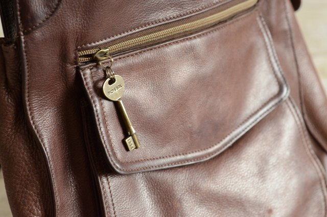 4c64def549 How to Spot a Fake Fossil Handbag | LEAFtv