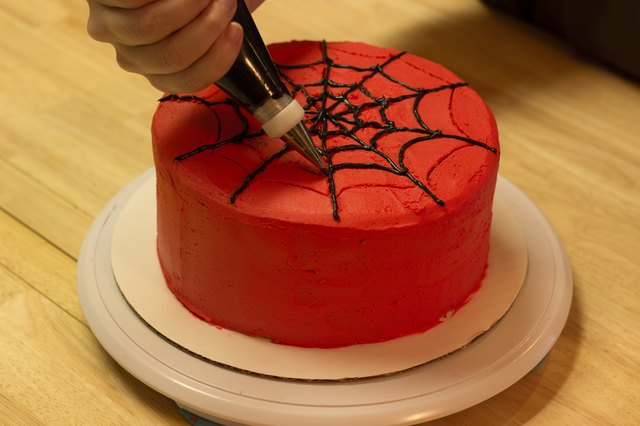 How to Make a Spider-Man Web for a Cake | LEAFtv
