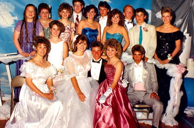 Electronic Music Big Clothes And Even Bigger Hair Were Some Of The Best Parts 1980s 80s High School Prom Look Lives On As A Pop Culture