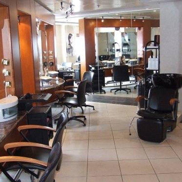 How Does a Beauty Salon Work?