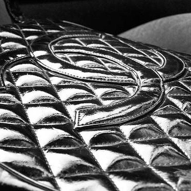 ec6ba8eaf5f1d7 How to Buy Chanel Handbags | LEAFtv