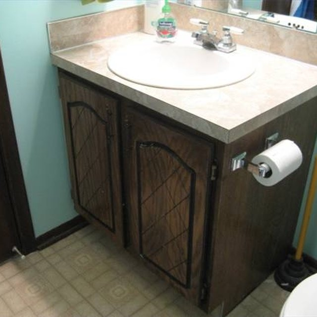 Refinishing Laminate Bathroom Cabinet Door: How To Refinish Cabinet Doors With Plastic Veneer
