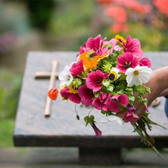 How to Write a Death Notice or Obituary