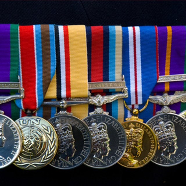 How to Court Mount Medals