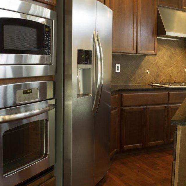 Kitchen Countertop And Backsplash Combinations: Glass Tiled Backsplash Ideas To Use With Silestone