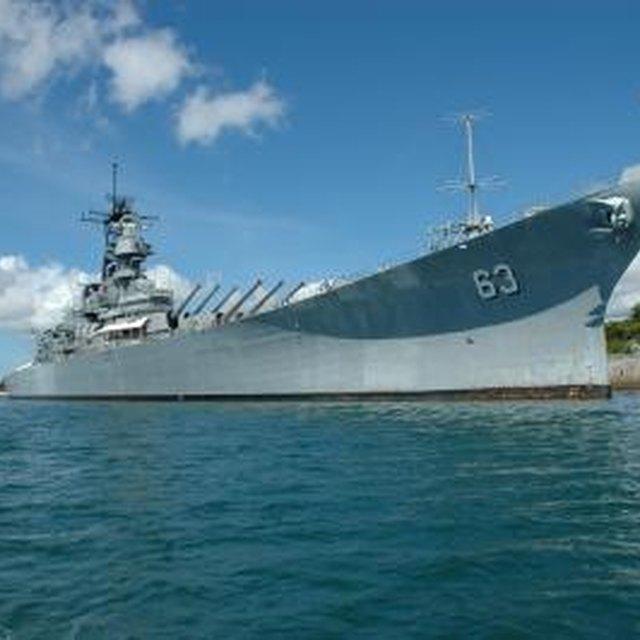 Differences Between a Battleship & a Destroyer