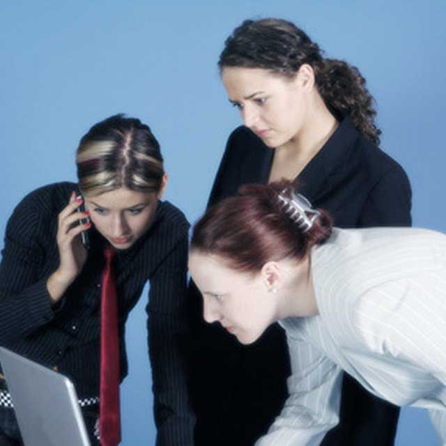 Pros and Cons of Team Communication | Bizfluent