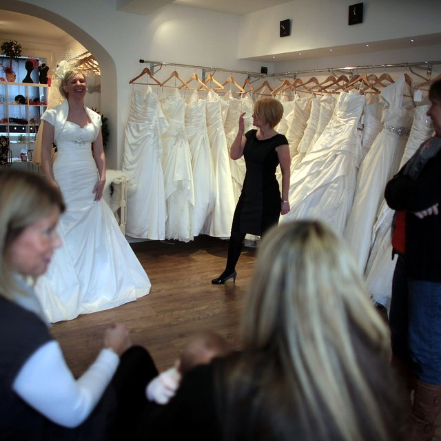How to Decorate a Bridal Shop