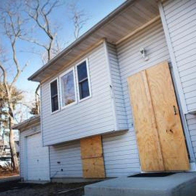 Can I Buy a Fix-Me-Upper House on a VA or HUD Loan?