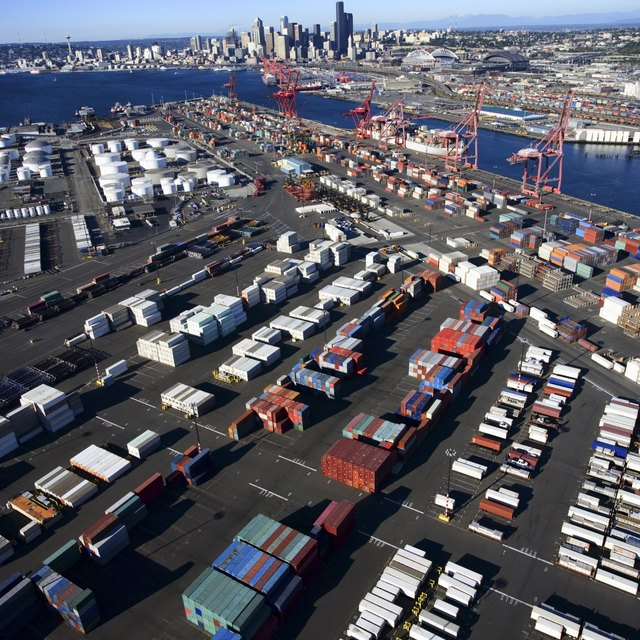How to Start a Shipping Company With Containers