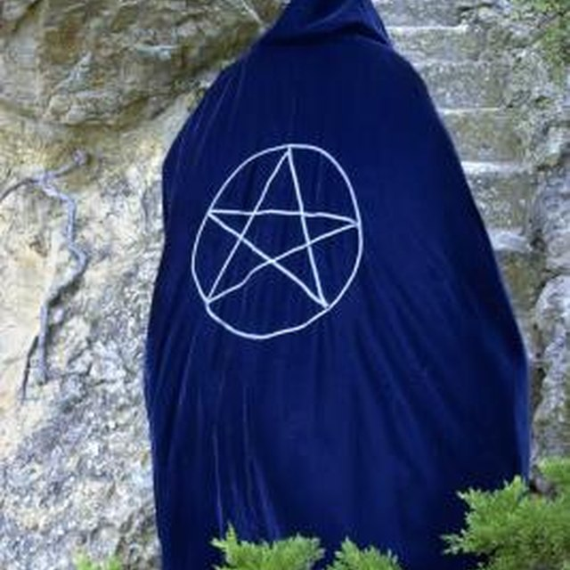 The Difference Between the Wiccan Pentacle & the Satanic Pentacle