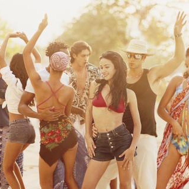 Things to Wear to a Beach-Themed Party