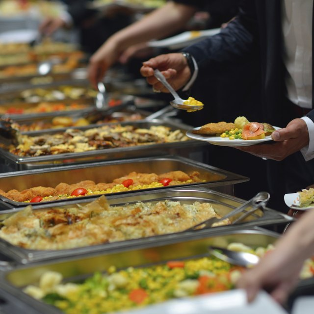 How to Plan a Birthday Buffet Dinner for 40 People
