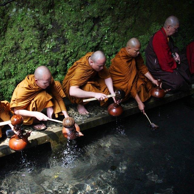 Buddhist Funerals & Water