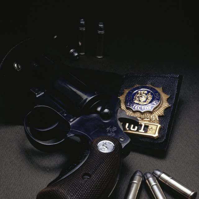 What College Courses Are Needed to Become a Criminal Investigator?