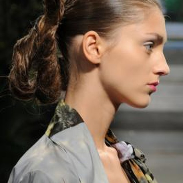 How to Do a Loop Ponytail