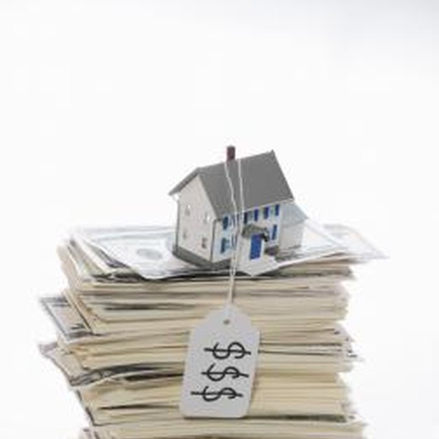 Can a Homeowner Sell a House While in the Foreclosure Process?