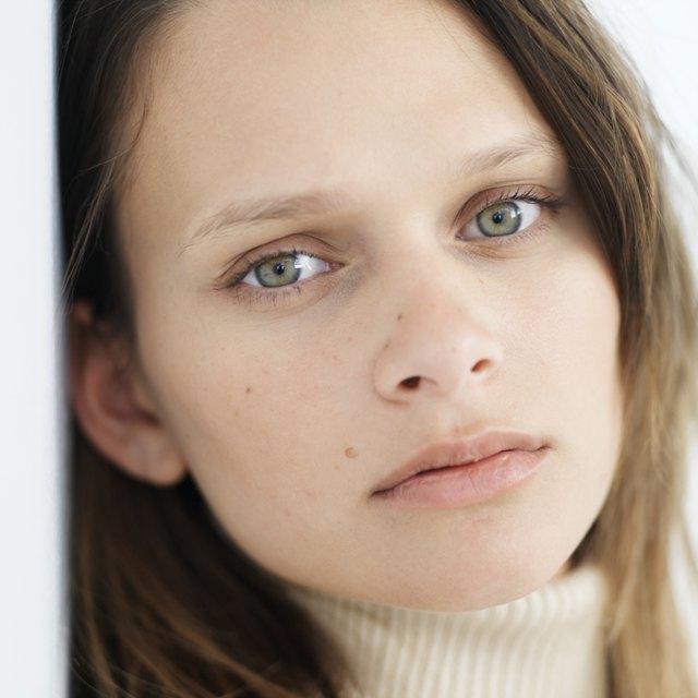 Hydrogen peroxide to bleach facial hair